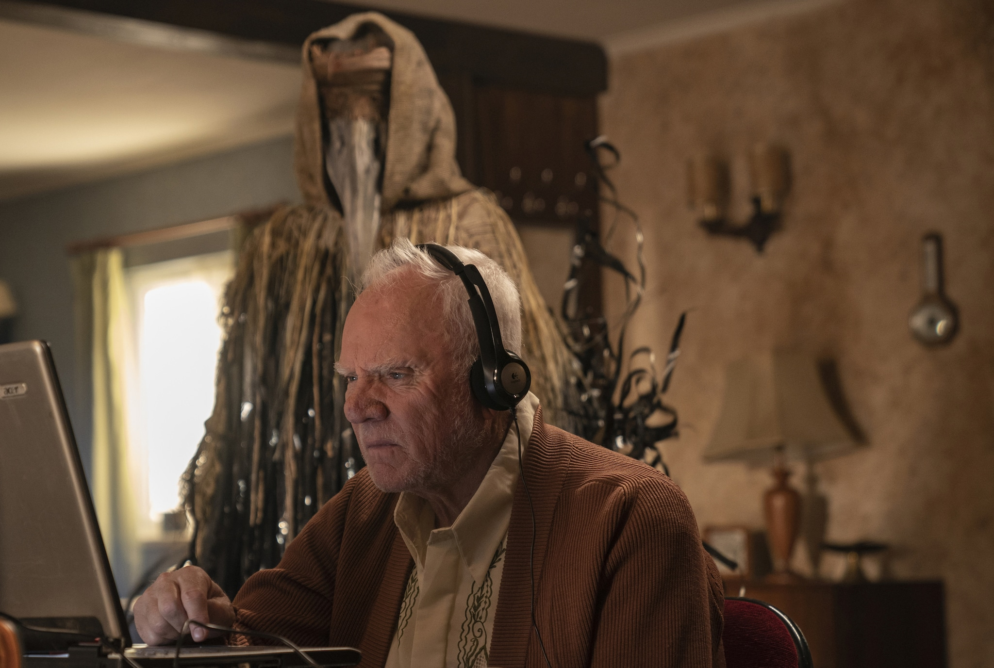 Truth Seekers Malcolm McDowell © Amazon Prime Video